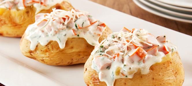 Baked Potato Recheada com Salsicha e Requeijão