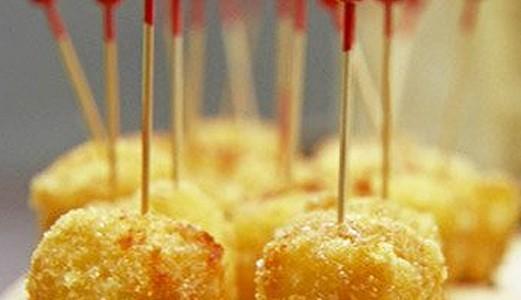 Queijo frito com mel