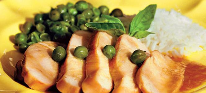 Peito de frango com ervilhas